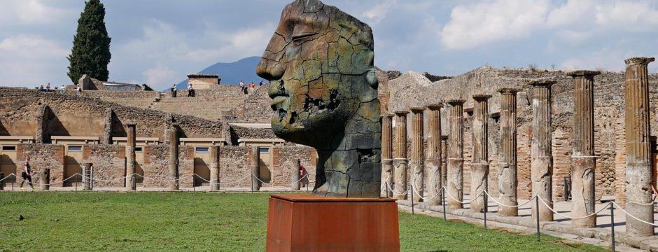 Italy group tour pompeii-2040436_1280