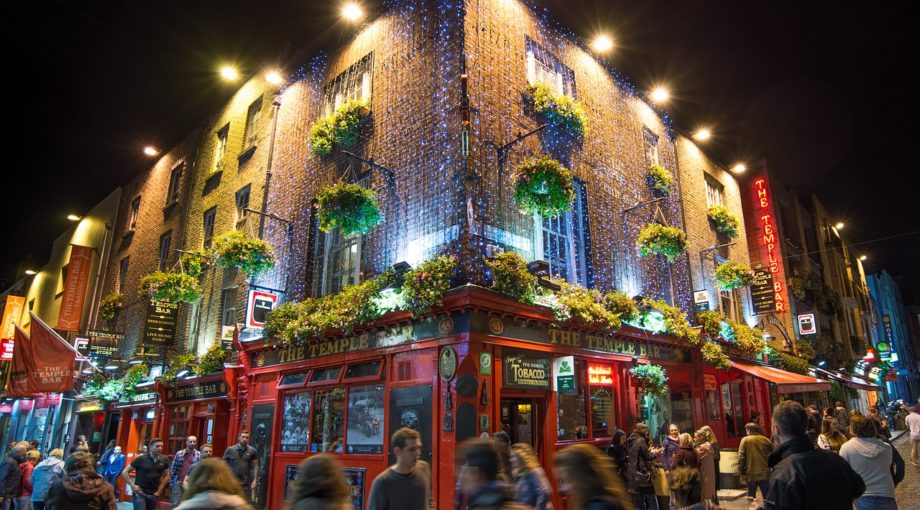 Dublin Ireland Tour Tenple Bar People