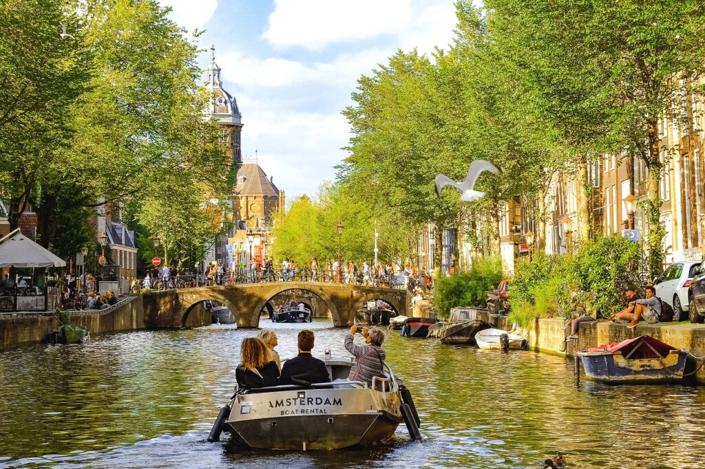 Amsterdam Canals, Netherlands   Lingo Tours